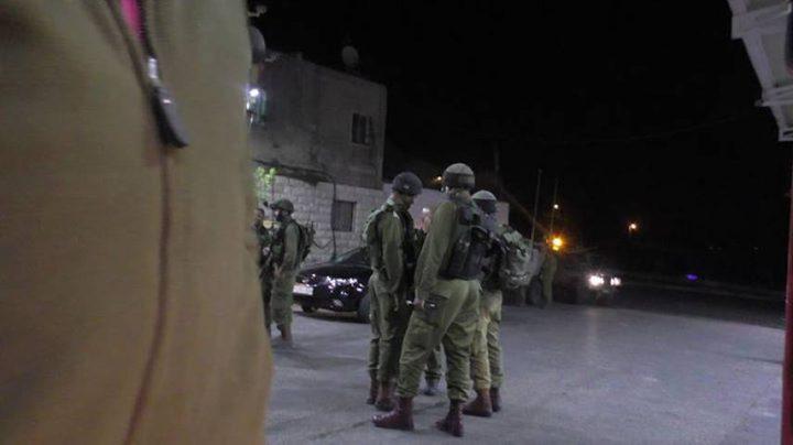 الاحتلال يغلق محطة محروقات في بيت أمر