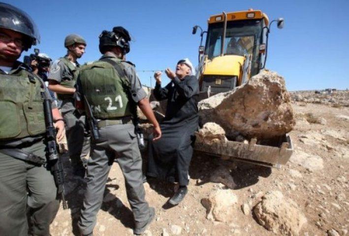 الاحتلال يصادر ويجرف أراضٍ شرق قلقيلية