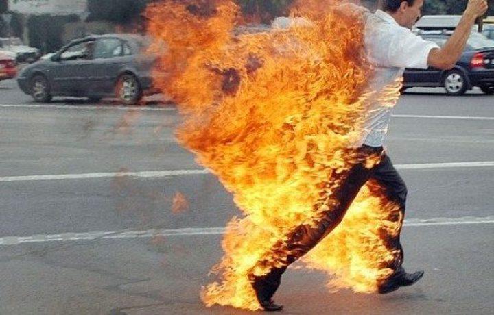 صحفي تونسي يضرم النار في جسده على طريقة البوعزيزي