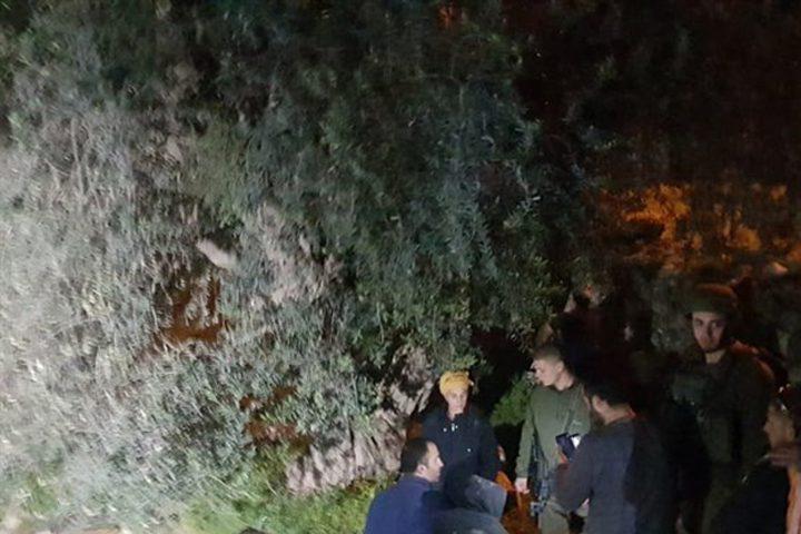 4 اصابات أثناء مهاجمة مستوطنين مركز الصمود بالخليل