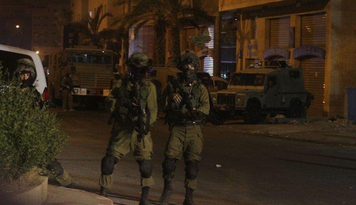 الاحتلال يعتقل 13 مواطنا