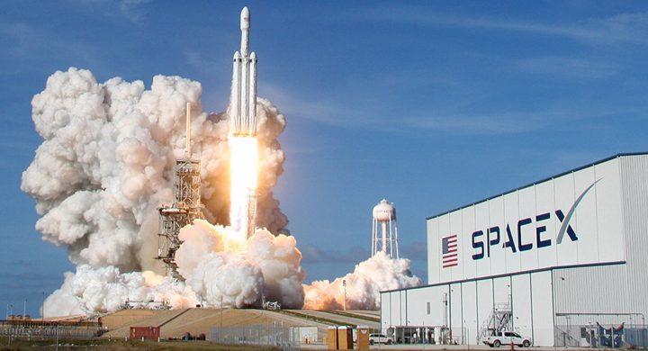 """نجاح أول مهمة فضائية لـ""""سبيس إكس"""" لصالح الجيش الأميركي"""