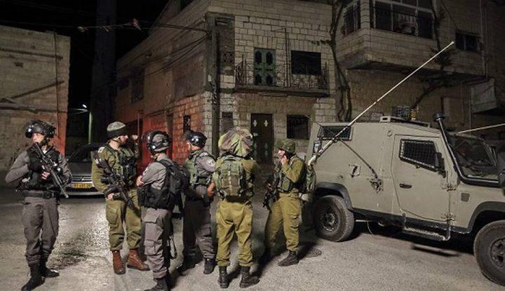 قوات الاحتلال تهاجم خيام ومساكن المواطنين جنوب شرق يطا