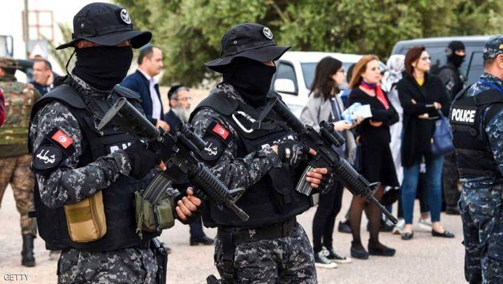 بعد انتحار صحفي حرقا.. اشتباكات غربي تونس