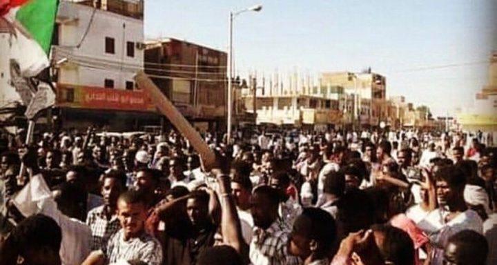 اشتباكات بين الأمن ومحتجين حاول القصر الرئاسي بالخرطوم