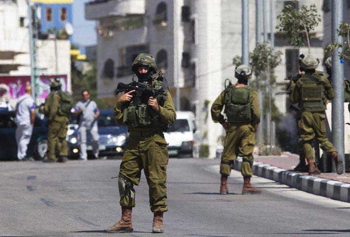 الاحتلال يقتحم عين يبرود ويعتقل مواطنا