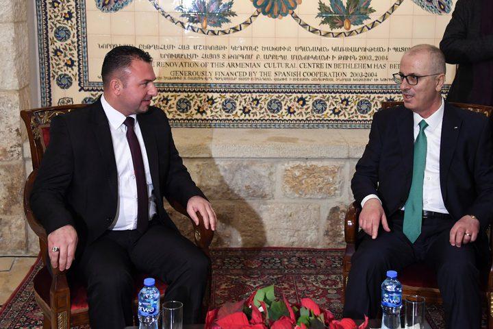 رئيس الوزراء د. رامي الحمد الله خلال حضورهقداس عيد الميلاد المجيد في بيت لحم،