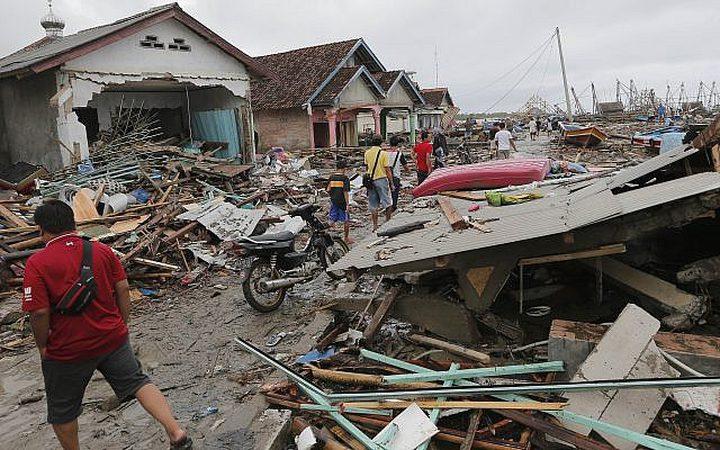 ارتفاع عدد قتلى تسونامي أندونيسيا إلى  429 وتشريد الآلاف