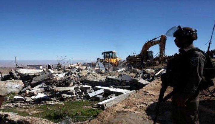 الاحتلال يهدم كراج سيارات في اللبن الشرقية
