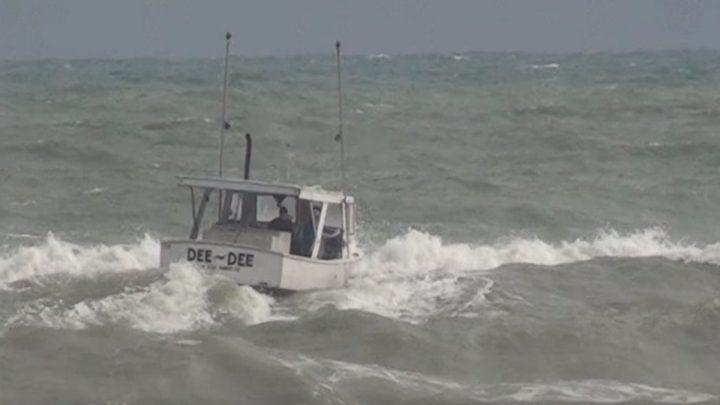 إنقاذ صيادين بعد ضياعهما في البحر لـ 20 يوما