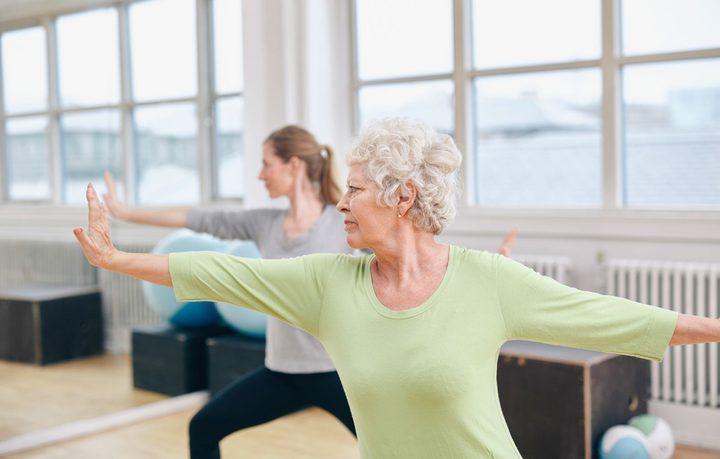 السباحة أو المشي والتمارين لمعالجة ارتفاع ضغط الدم