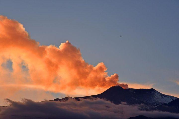 أندونيسيا تحذر من ثوران بركاني قد يؤدي إلى مد بحري جديد