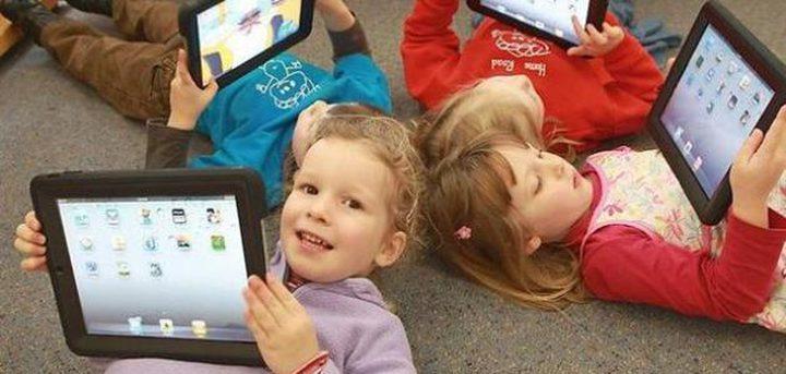 وسائل الإعلام أكثر تأثيرا في الأطفال من الوالدين والمدرسة