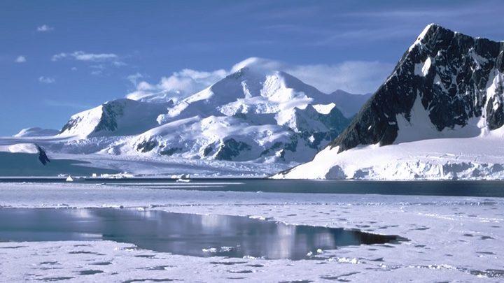 لأول مرة.. رحالة يقطع القارة القطبية الجنوبية مشيا
