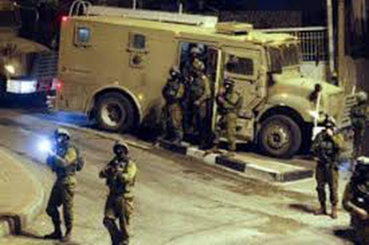 الاحتلال يعتقل شابا من طمون أثناء مروره على حاجز عناب