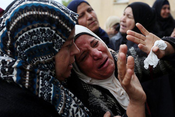 أقارب الفلسطيني الياس صالح ياسين ، 22 عاماً ، الذي قُتل برصاص القوات الإسرائيلية بتهمة محاولة تنفيذ عملية طعن بالقرب من مفترق جيت في 15 أكتوبر / تشرين الأول ، واحتفظ الجيش الإسرائيلي بجسمه منذ ذلك الوقت ، وهو يشيع خلال جنازته في الضفة الغربية. مدينة سلفيت في 29 ديسمبر 2018.