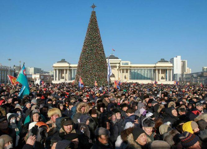 الآلاف يتظاهرون في منغوليا إحتجاجا على الفساد