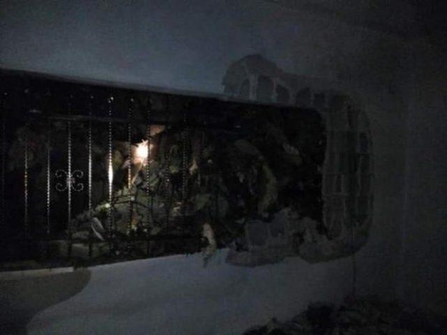 إخلاء 3 منازل نتيجة حدوث انهيارات صخرية في بلدة الطيبة