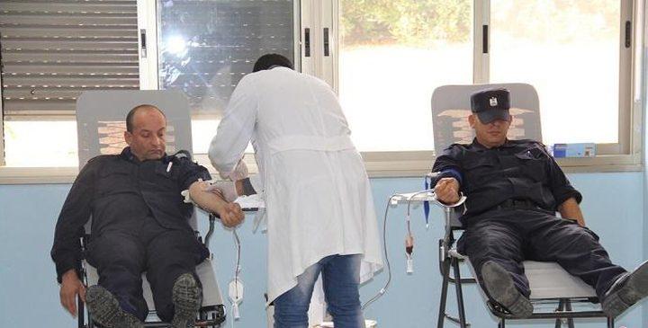 الشرطة تنظم حملة للتبرع بالدم لمناسبة انطلاق الثورة في أريحا