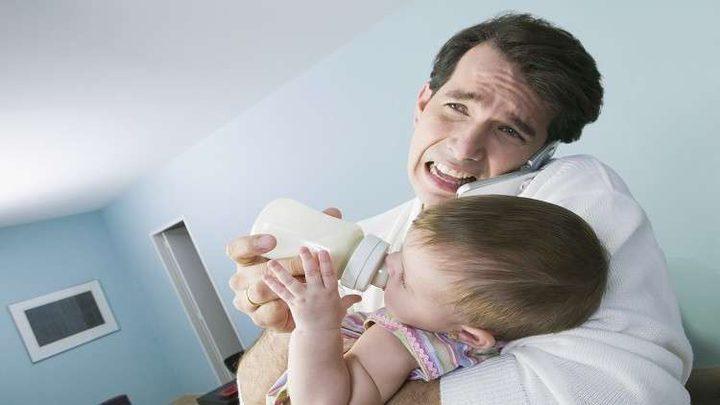 اكتئاب الآباء بعد الولادة يهدد بناتهم بخطر عقلي!