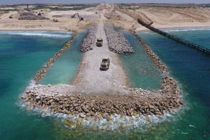 الاحتلال يكمل بناء العائق البحري شمال غزة