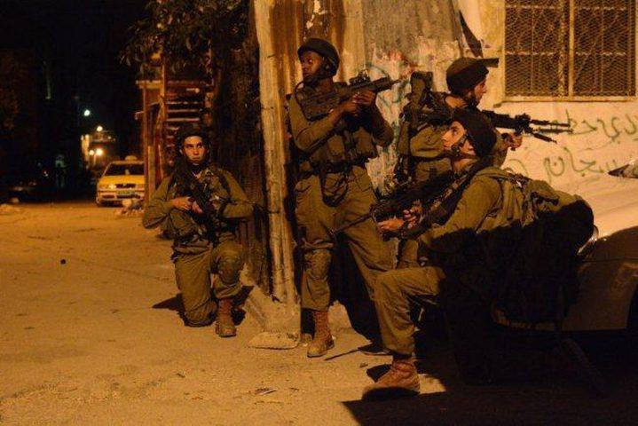 الاحتلال يعتقل أربعة مواطنين في الضفة