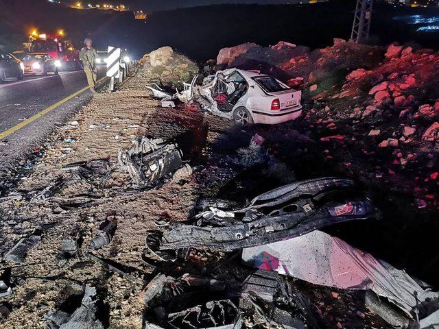 مصرع مواطنين واصابة اخرين في حادث مروع جنوب الخليل