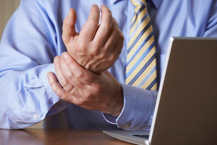 """كيف يتجنب موظفي العمل المكتبي متلازمة """"ذراع الفأرة"""""""