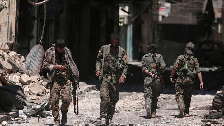 الدفاع السورية: انسحاب نحو 400 مقاتل كردي من منبج إلى الفرات