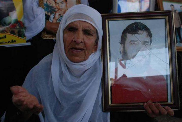 الأسير بارود محروم من زيارة عائلته منذ 18 عاما
