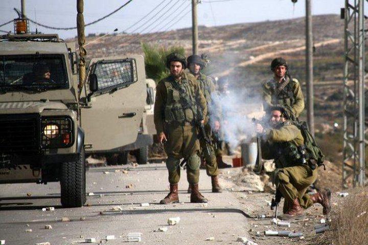 الاحتلال يقتحم عدة بلدات ويداهم منازل المواطنين