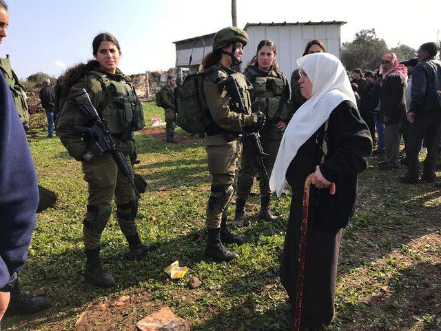الاحتلال يواصل تجريف أراضي قرية ظهر المالح