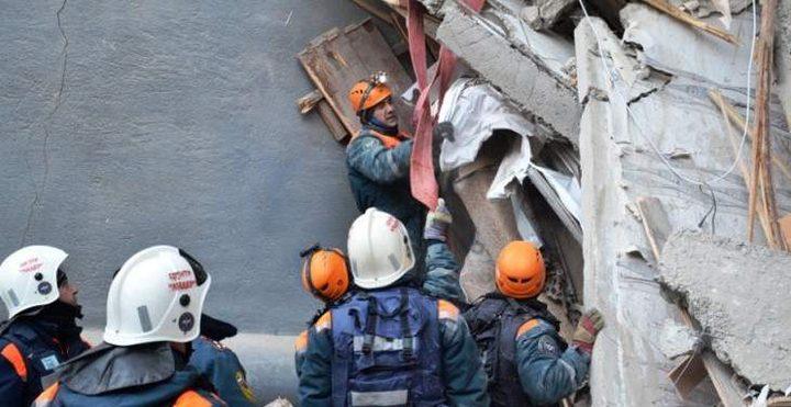 الطوارئ الروسية: ارتفاع عدد ضحايا انهيار مبنى إلى 37