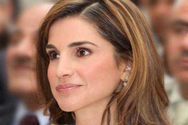 ملابس الملكة رانيا تثير تساؤلات الشارع الأردني ومكتبها يرد