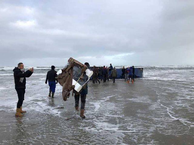 البحر يقذف أجهزة كهربائية في ألمانيا وهولندا