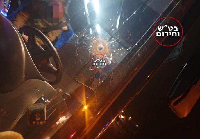 """اطلاق نار على حافلة بالقرب من مستوطنة """"بيت ايل"""""""