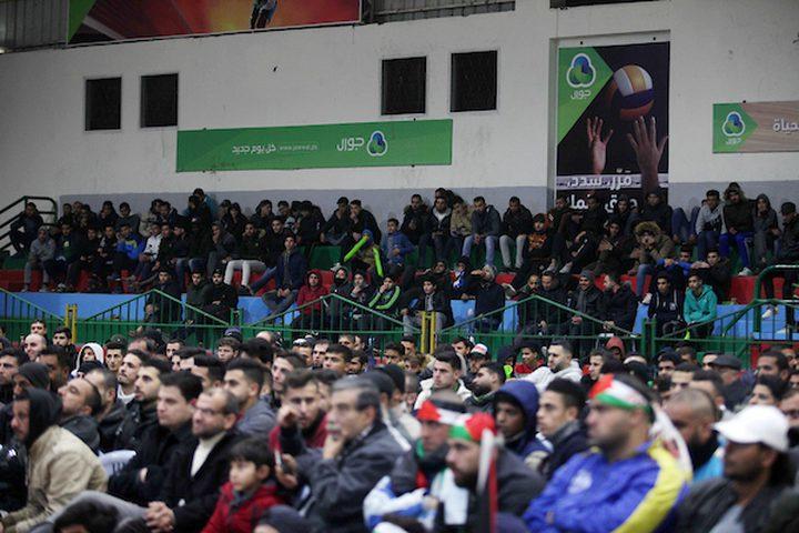 المشجعون الفلسطينيون يشاهدون كأس  الامم الآسيوية 2019 في الفترة ما بين فلسطين وسوريا ، في مدينة غزة في 6 يناير 2019