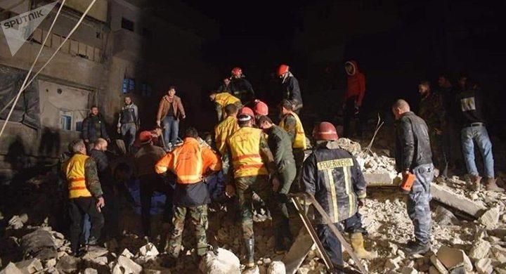 قتلى وجرحى بانهيار مبنى سكني بحي الصالحين في حلب