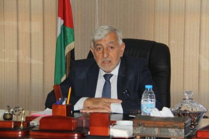 الاحتلال يعترض مركبة وزير الزراعة شمال رام الله