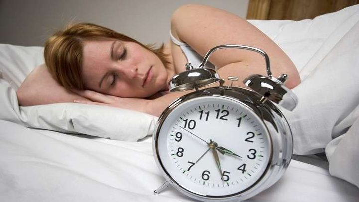 تعرف على أضرار النوم بعيون مفتوحة