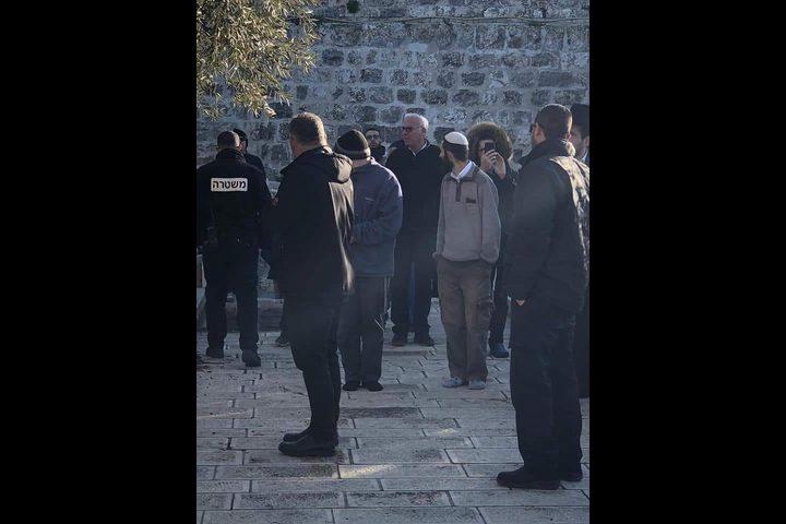 """الحكومة: اقتحام """"أوري أرئيل"""" للأقصى جزء من اعتداءات الاحتلال"""