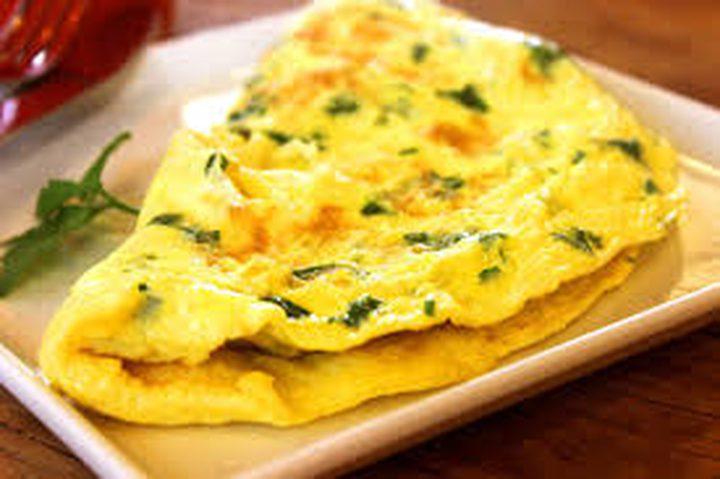 طريقة تحضير البيض بالجبنة للفطور