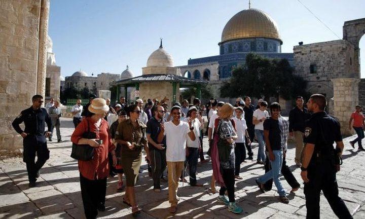 عشرات المستوطنين يقتحمون المسجد الأقصى بحراسة مشددة