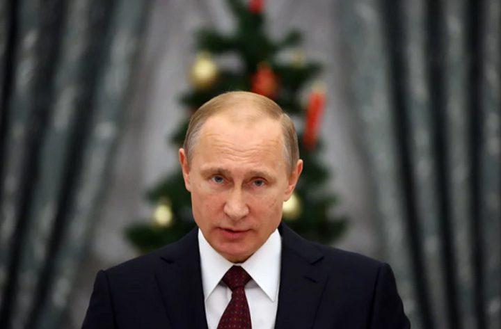 """""""بوتين"""" يشارك في تقليد غريب في مسقط رأسه!"""