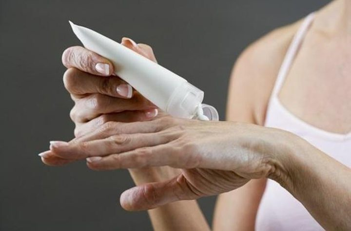 كيف تتخلصين من البقع البنية على اليدين؟