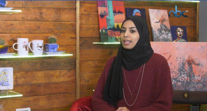 الآء قصصية فنانة تشكيلية بموهبة مميزة من قطاع غزة