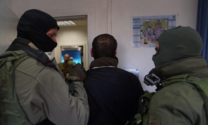 اعتقالات بالضفة ومصادرة مركبات جنوب نابلس