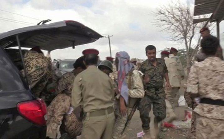 اليمن.. إصابة 10 عسكريين بينهم قادة في استهداف عرضا عسكريا