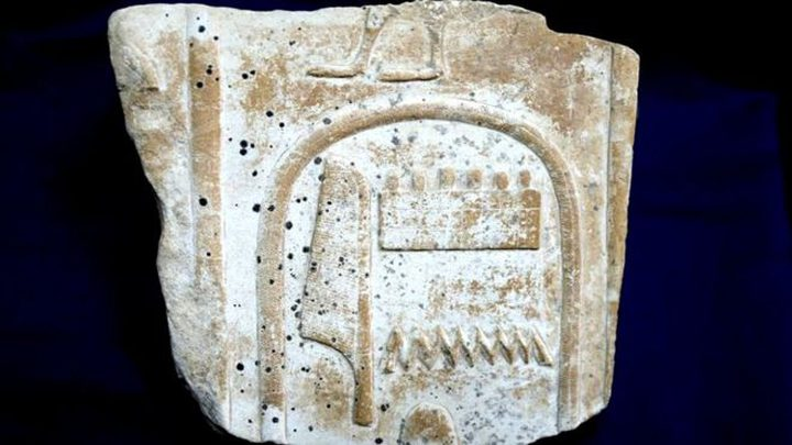 مصر تستعيد قطعة تحمل اسم أمنحتب الأول من بريطانيا