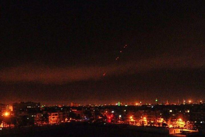 سانا: الدفاعات الجوية تتصدى لأهداف معادية جنوب دمشق